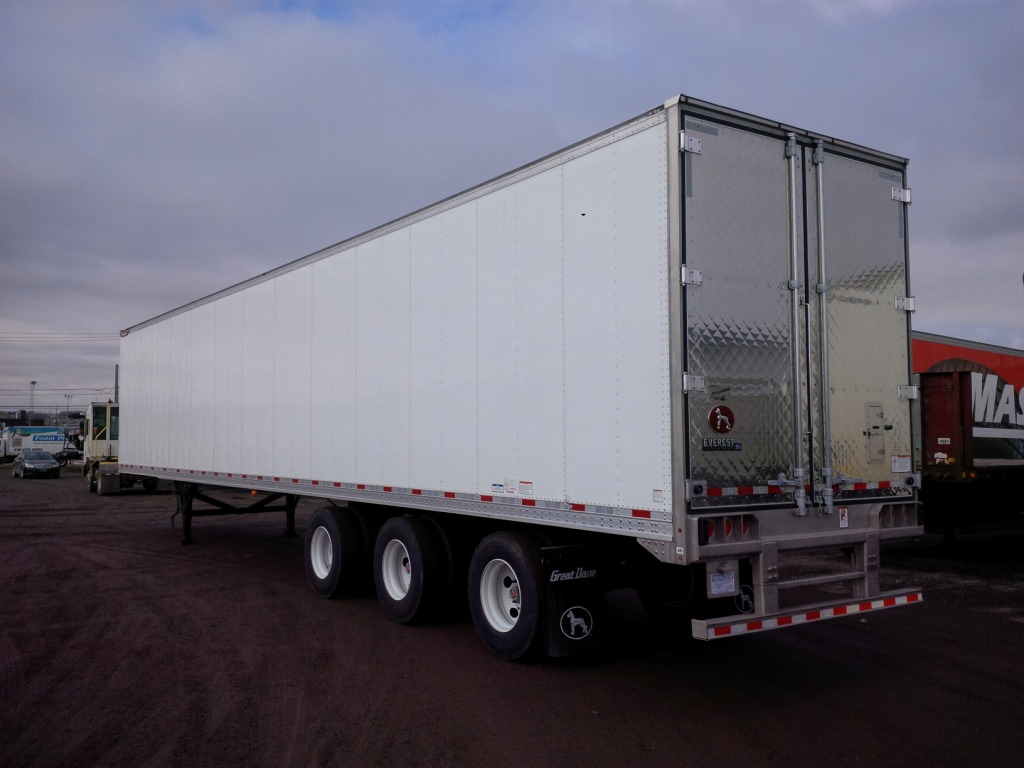 NEW GREAT DANE EVEREST TRIDEM FLAT FLOOR SWING AND ROLL UP DOOR REEFER TRAILERS