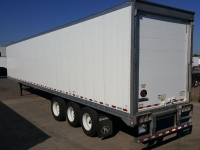 NEW GREAT DANE EVEREST TRIDEM FLAT FLOOR SWING AND ROLL UP DOOR REEFER TRAILERS 2